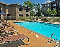 Eden Prairie, MN Apartments - Parkway Apartments