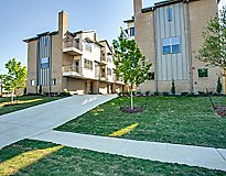 Dallas, TX Apartments - The ROWE Townhomes