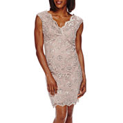 Blu Sage Sleeveless Scalloped V-Neck Lace Sheath Dress