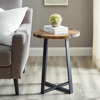 "W. Trends Farmhouse 18"" Round Side End Table - Rustic Oak"