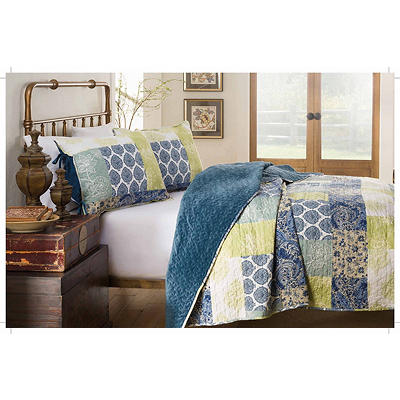 214 West Queen/Full-Size Velvet Quilt Set